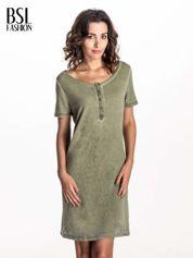Khaki sukienka z surowym wykończeniem
