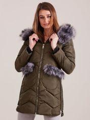 Khaki zimowa kurtka z futrzanym wykończeniem