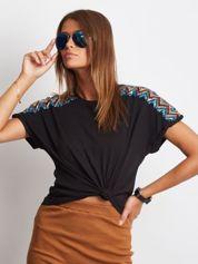 Luźny t-shirt z cekinową aplikacją na rękawach czarny