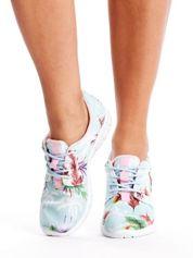Miętowe buty sportowe w egzotyczne desenie