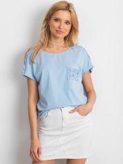 Niebieska bluzka z koronkową kieszonką