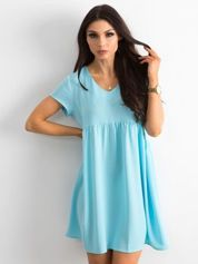 Niebieska luźna sukienka z dekoltem w serek