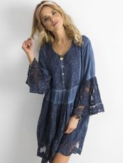 Niebieska luźna sukienka z koronką
