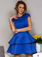 Niebieska sukienka z lakierowanym wykończeniem