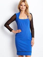 Niebieska sukienka z siatkowymi rękawami