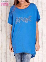 Niebieski t-shirt z biżuteryjnym napisem AMORE
