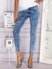 Niebieskie jeansowe spodnie skinny z efektem acid wash