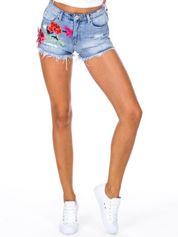 Niebieskie jeansowe szorty z kwiatową aplikacją