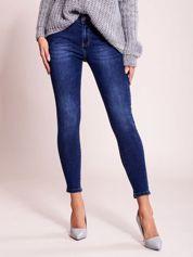 Niebieskie jeansy z aplikacją