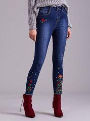 Niebieskie jeansy z haftem