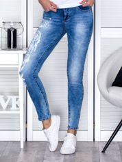 Niebieskie jeansy z nadrukiem boho