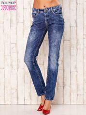 Niebieskie przecierane spodnie regular jeans