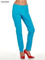 Niebieskie spodnie cygaretki w kant