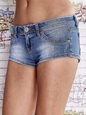 Niebieskie szorty jeansowe o długości mini