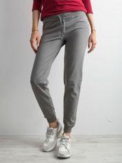 Oliwkowe spodnie dresowe z troczkami