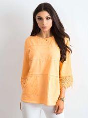 Pomarańczowa bluzka z koronką i kieszeniami