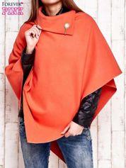 Pomarańczowe poncho z biżuteryjną przypinką