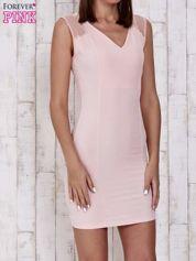 Różowa sukienka tuba z dekoltem V