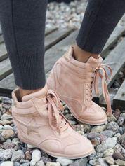 Różowe półażurowe sneakersy za kostkę z ozdobną błyszczącą gwiazdką na cholewce