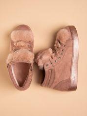 Różowe sznurowane sneakersy z zamszu z perłową podeszwą