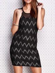 Srebrna sukienka w geometryczne wzory