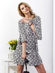 Sukienka biała z rozszerzanymi rękawami w geometryczne wzory
