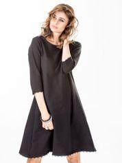 Sukienka czarna z koronkowym wykończeniem