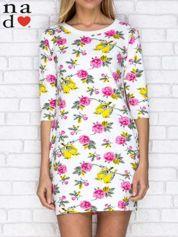 Sukienka dresowa z nadrukiem kwiatów i ptaszków biała