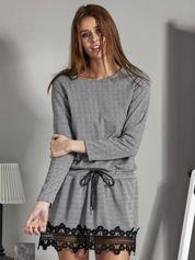 Sukienka w jodełkę z troczkiem w pasie czarno-biała