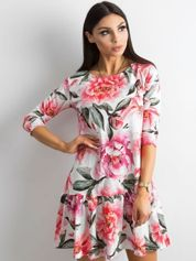 Sukienka w kolorowe kwiaty z falbaną biała