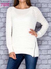 Sweter ecru z suwakiem