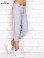 Szare spodnie dresowe capri z kieszonką na suwak