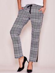 Szare spodnie w kratkę z lampasami i kieszeniami