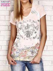 Szaro-różowy t-shirt z kwiatowym nadrukiem