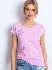 T-shirt różowy z kolorową aplikacją