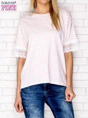 T-shirt w paski z koronkowymi rękawami różowy