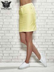 Żółta spódnica z zapięciem na guzik