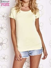 Żółty t-shirt z koronkowym wykończeniem rękawów