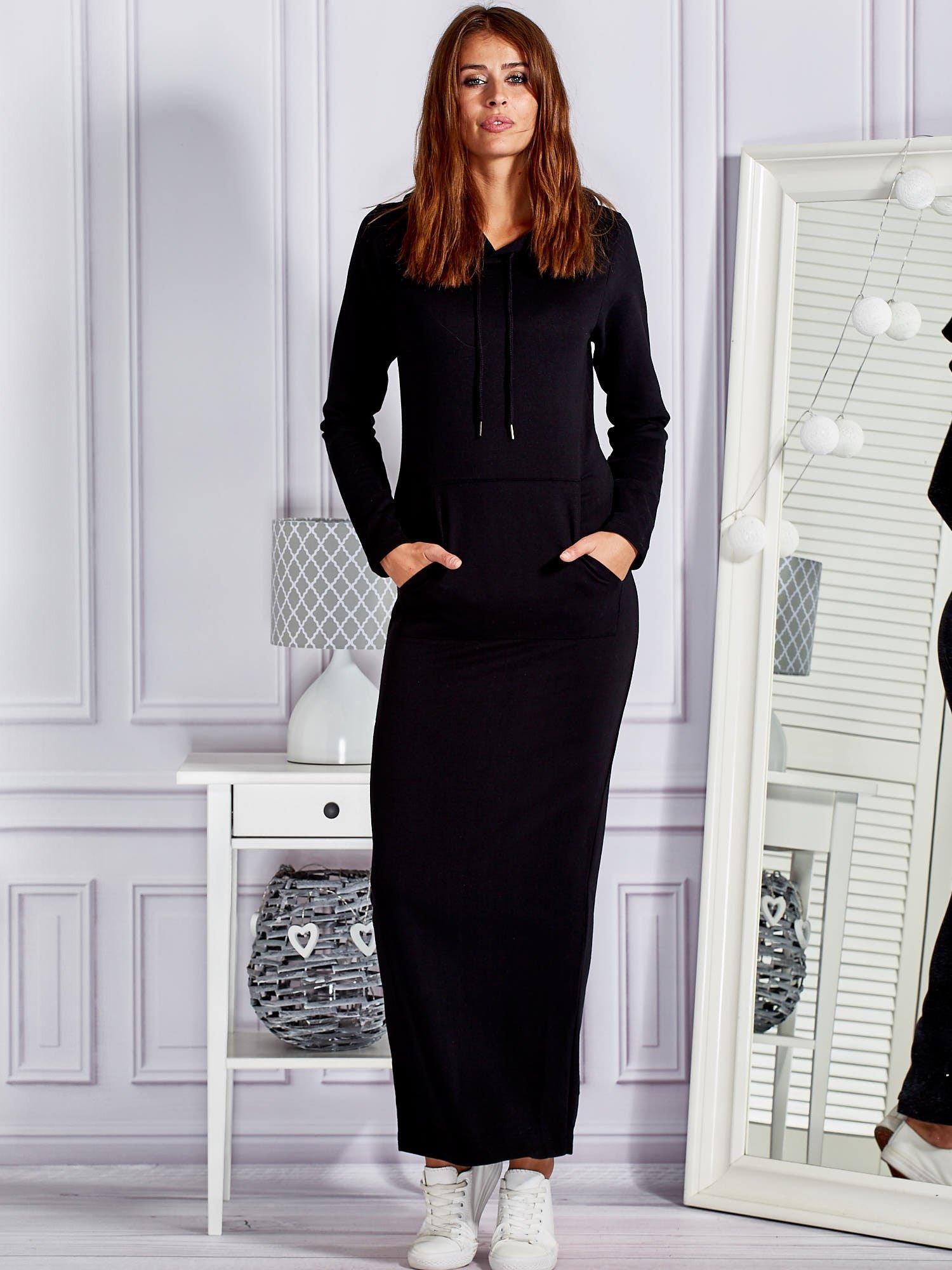 c390f4f2e4 Bawełniana sukienka maxi z kapturem i kieszeniami czarna - Sukienka ...