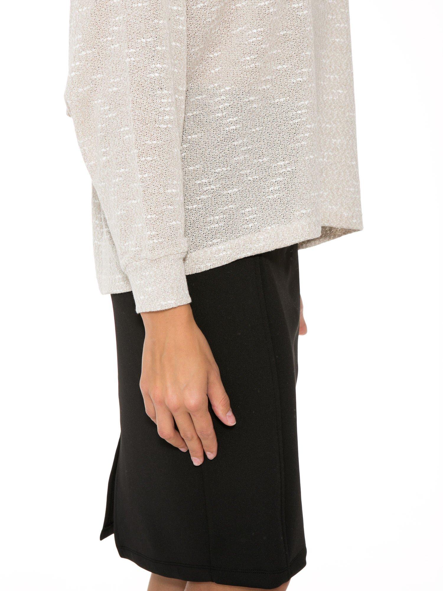 Beżowa bluzka oversize z nietoperzowymi rękawami                                  zdj.                                  8