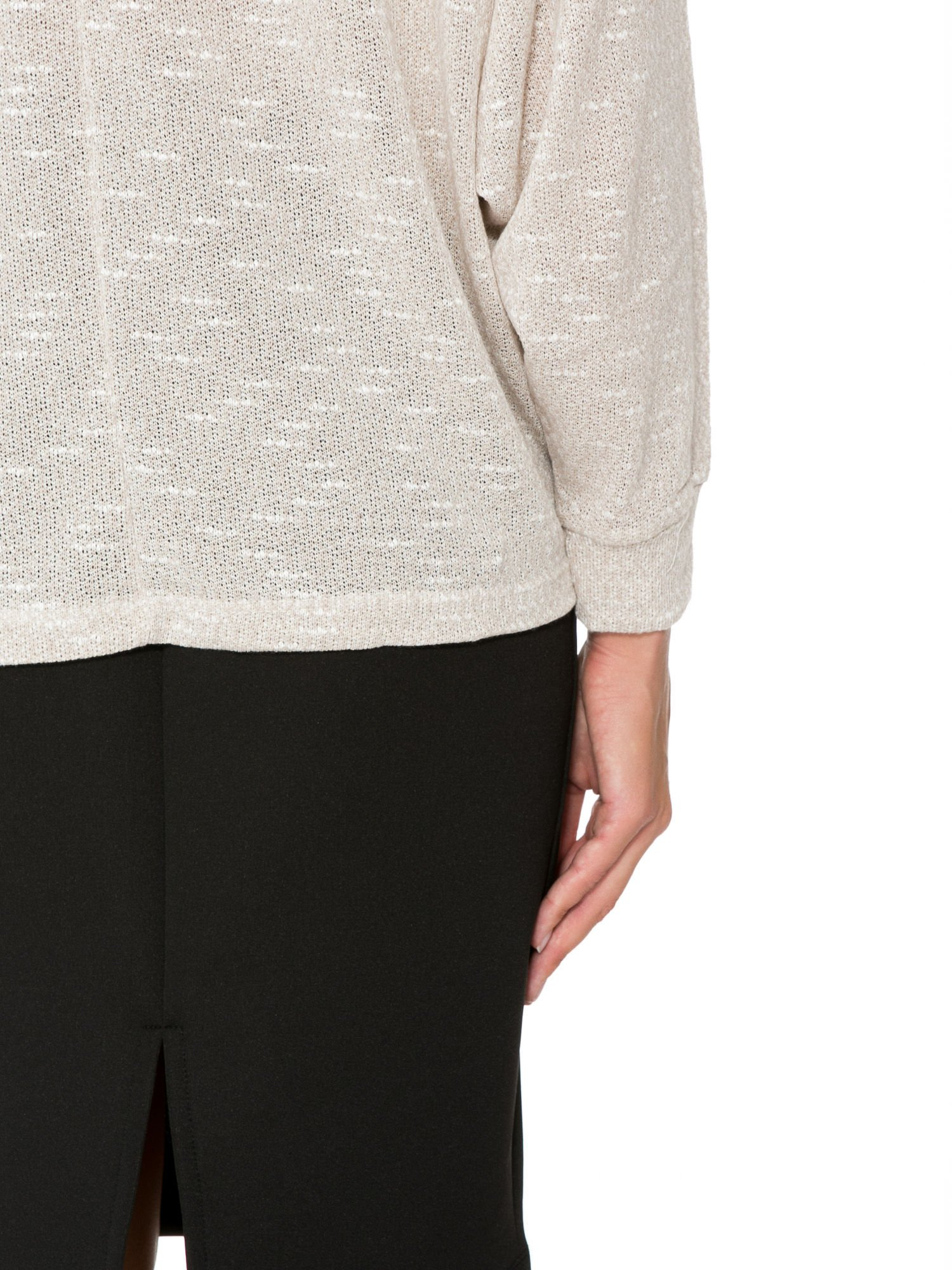 Beżowa bluzka oversize z nietoperzowymi rękawami                                  zdj.                                  9