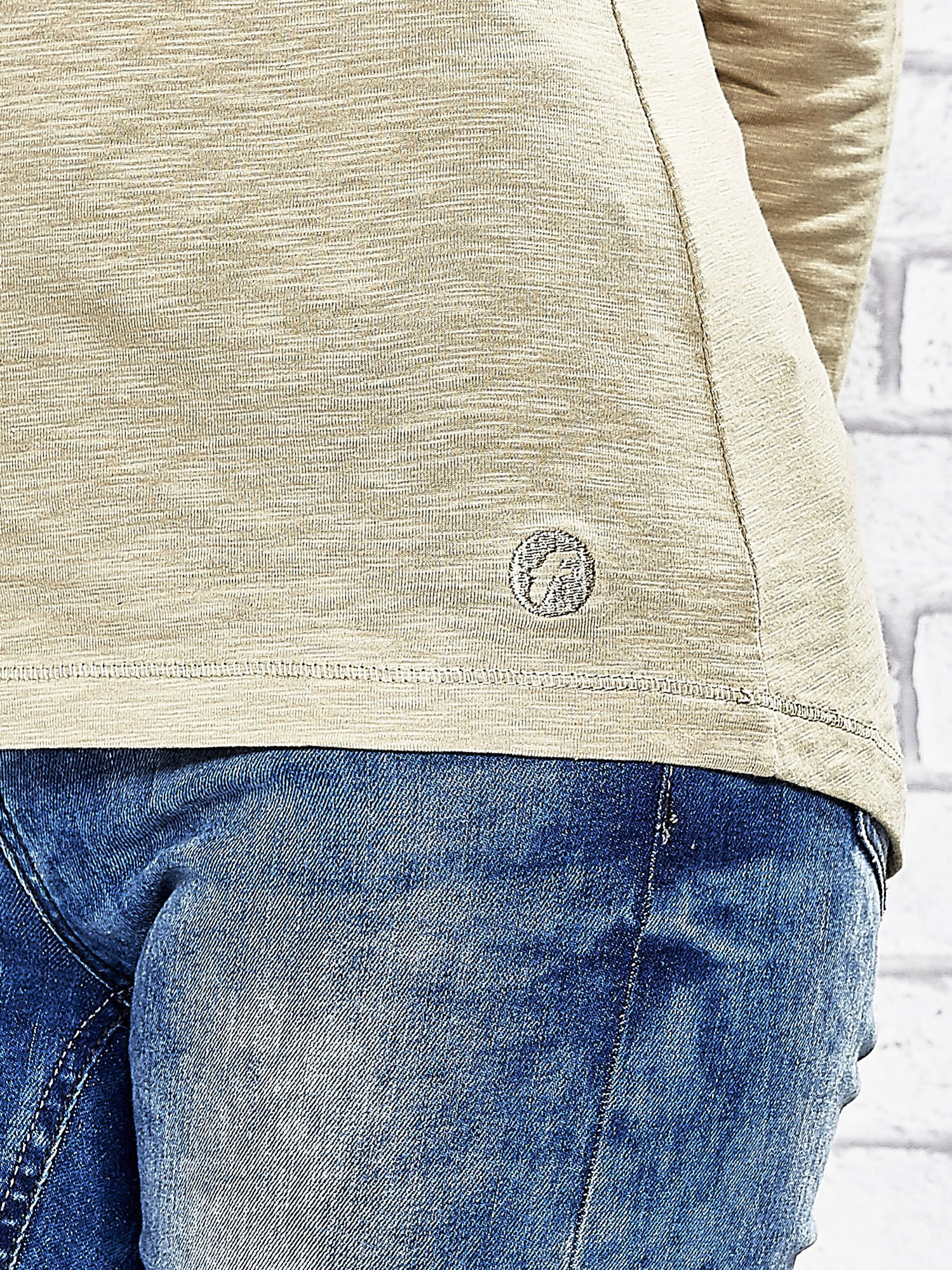 Beżowa bluzka z guzikami przy dekolcie Funk n Soul                                  zdj.                                  6