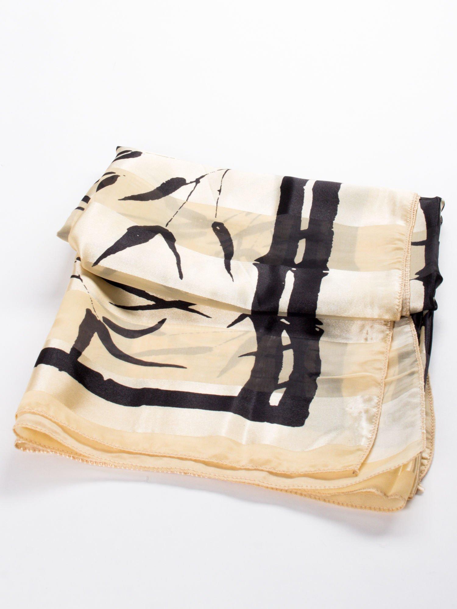 Beżowa chusta apaszka w pasy z nadrukiem roślinnym                                  zdj.                                  3