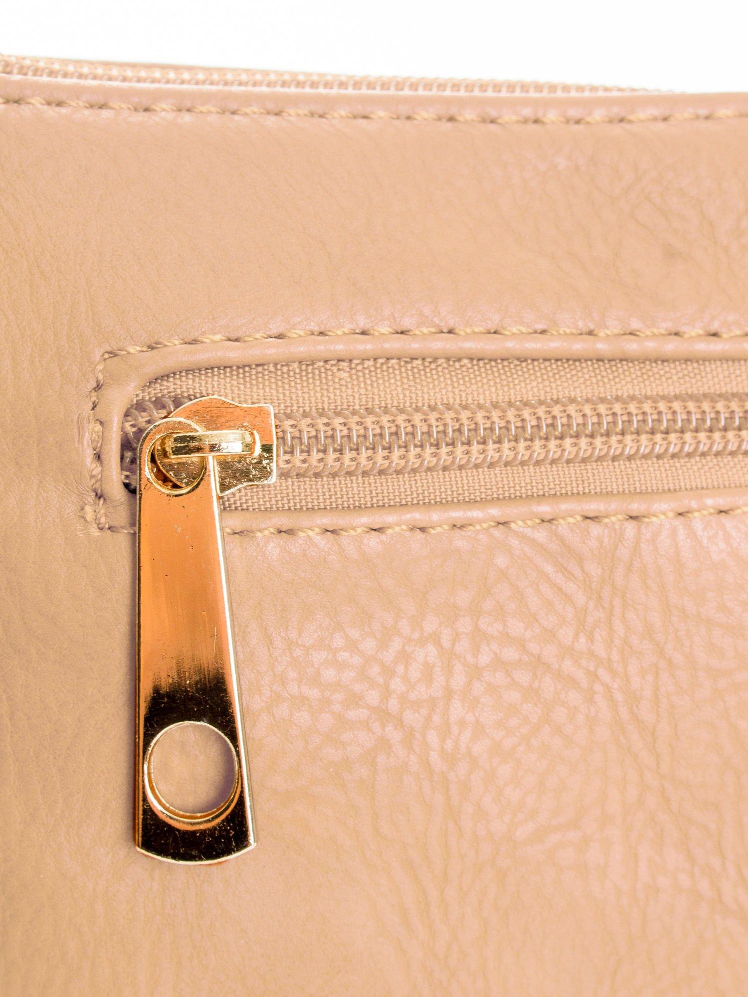 Beżowa kopertówka z dżetami motyw wąsów                                  zdj.                                  5