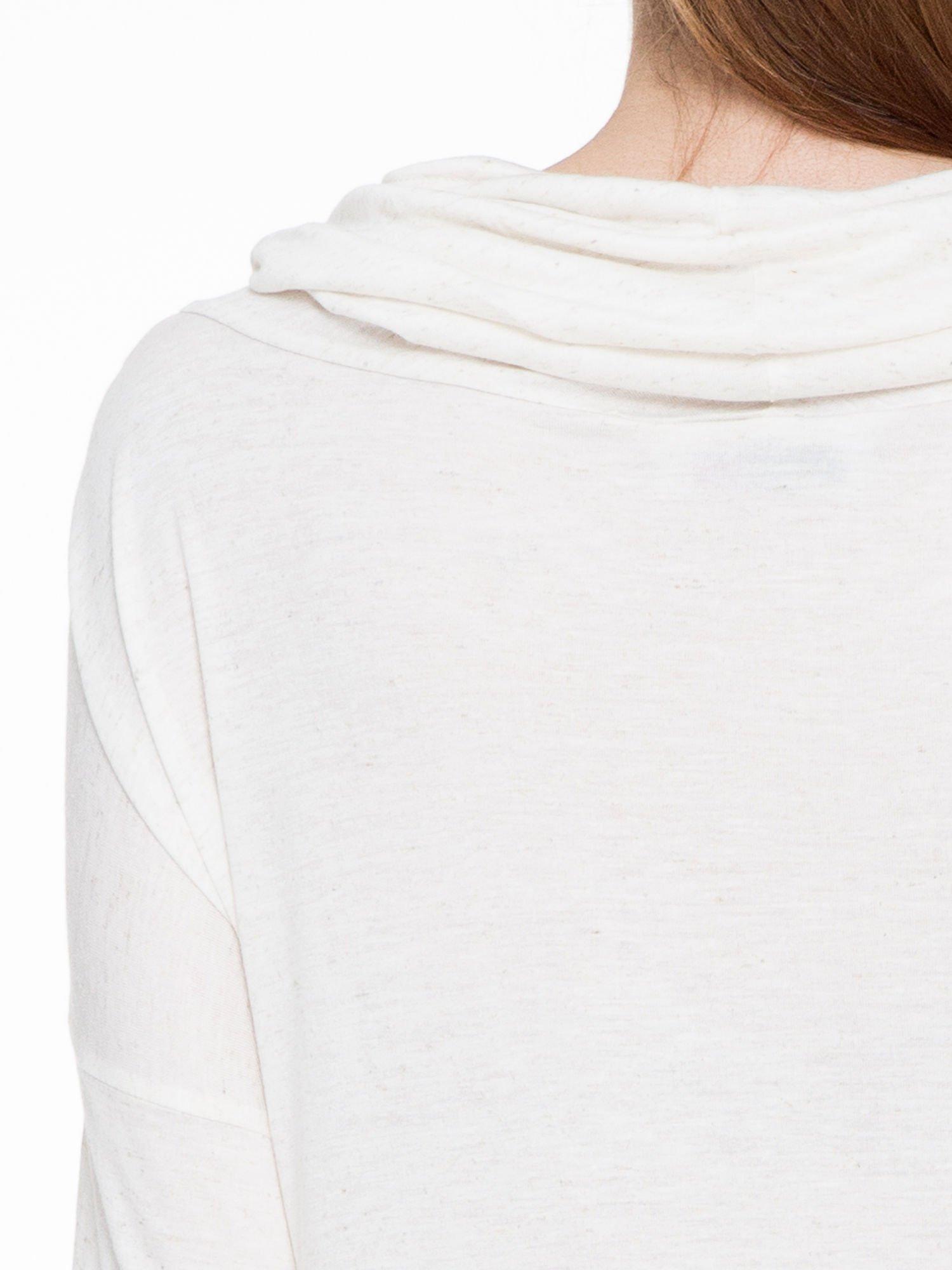 Beżowa melanżowa bluzka dresowa z kołnierzokapturem i ściągaczem na dole                                  zdj.                                  5