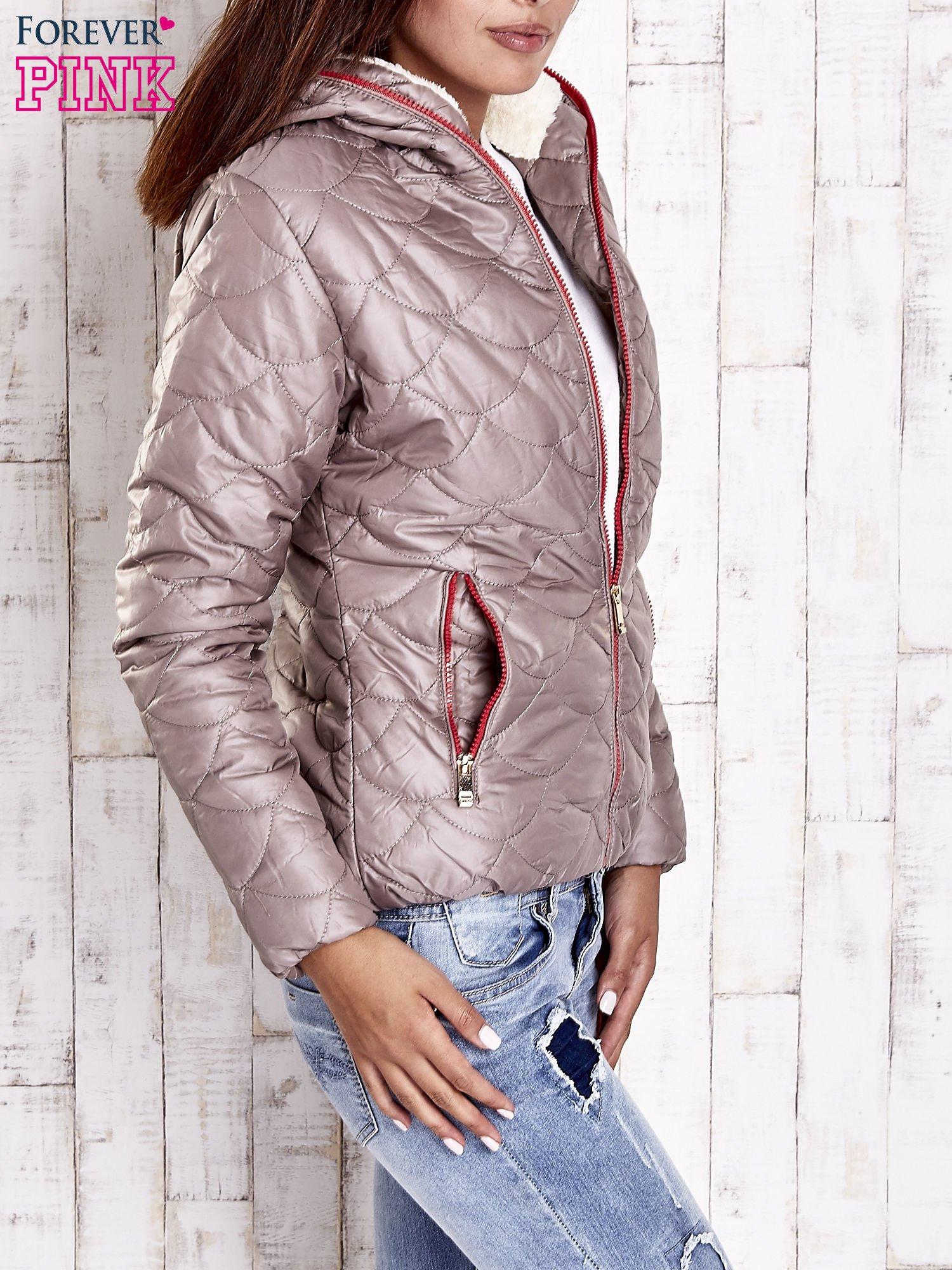 Beżowa pikowana kurtka z futrzanym ociepleniem                                   zdj.                                  3
