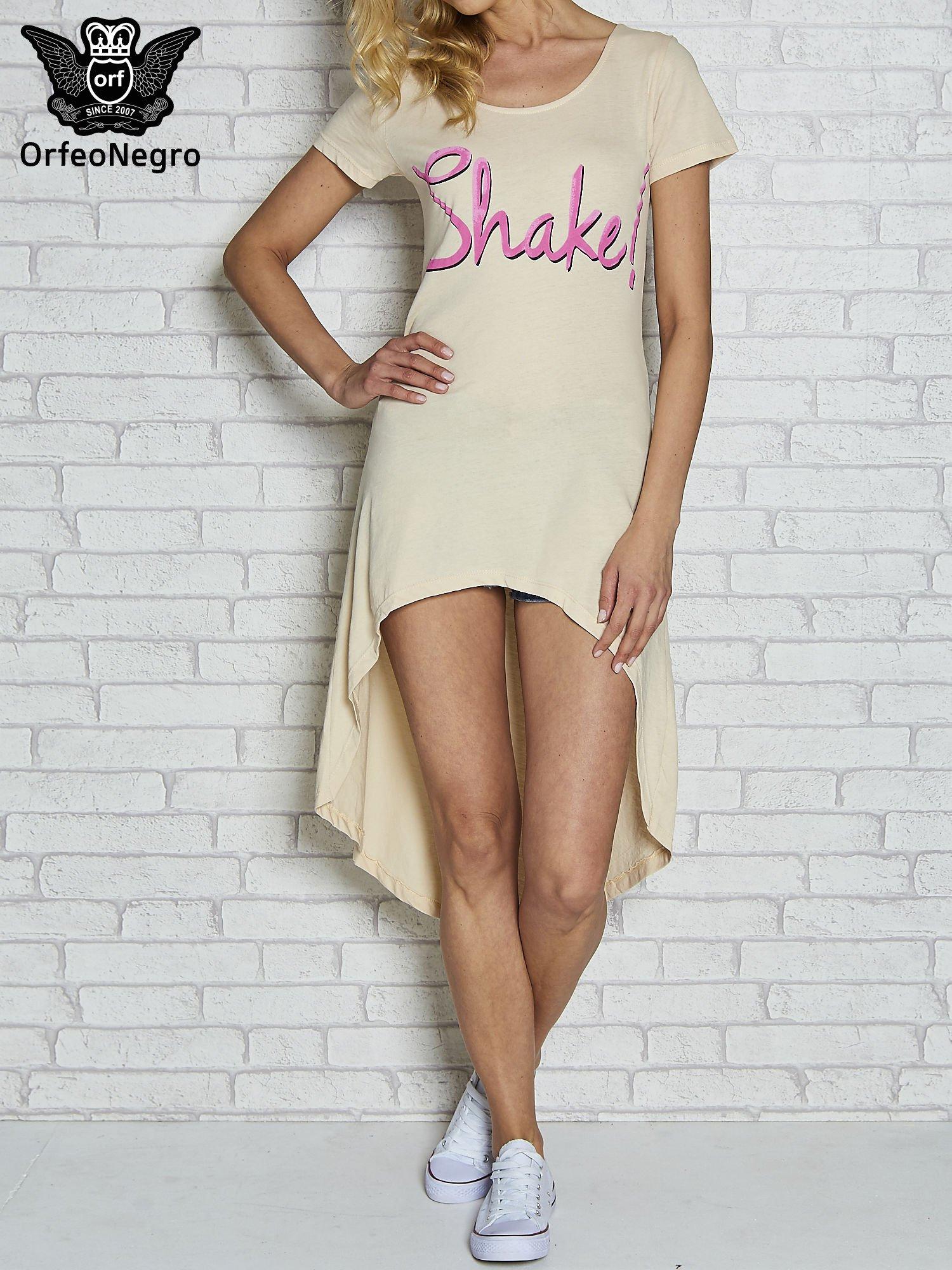 Beżowa sukienka z dłuższym tyłem i napisem SHAKE!                                  zdj.                                  1
