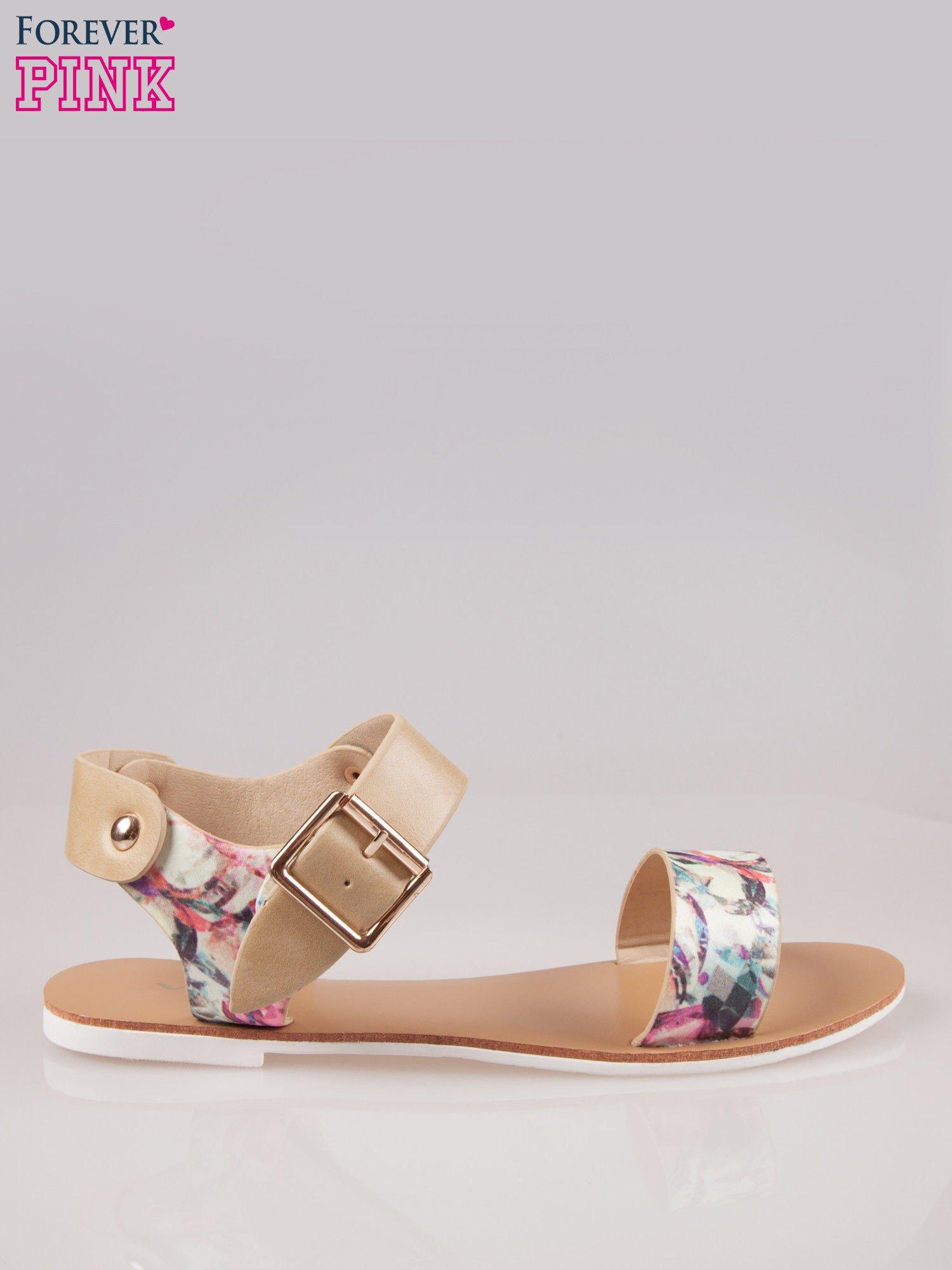 Beżowe kwiatowe płaskie sandały z klamerką                                  zdj.                                  1