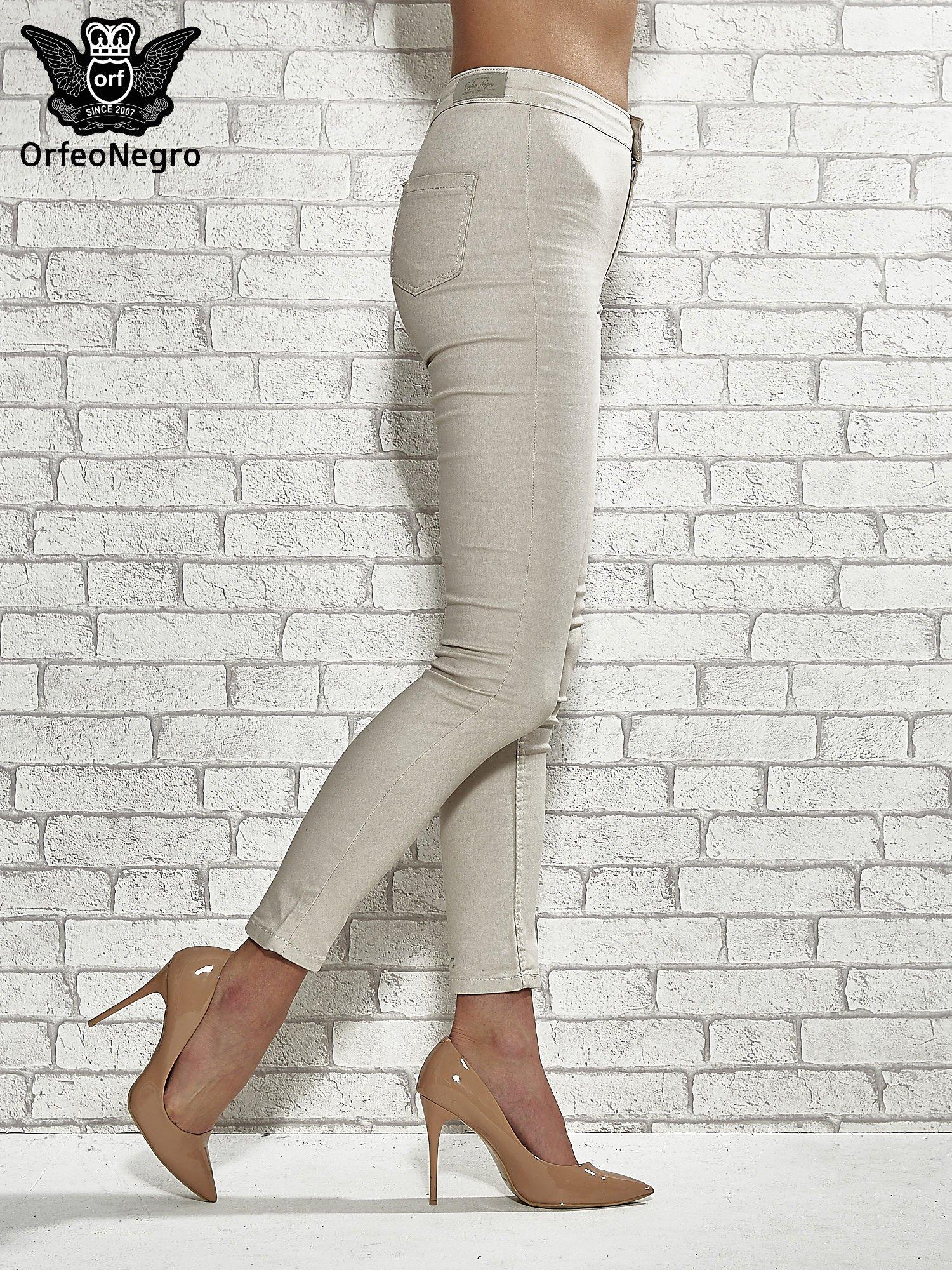 Beżowe spodnie rurki skinny                                  zdj.                                  3