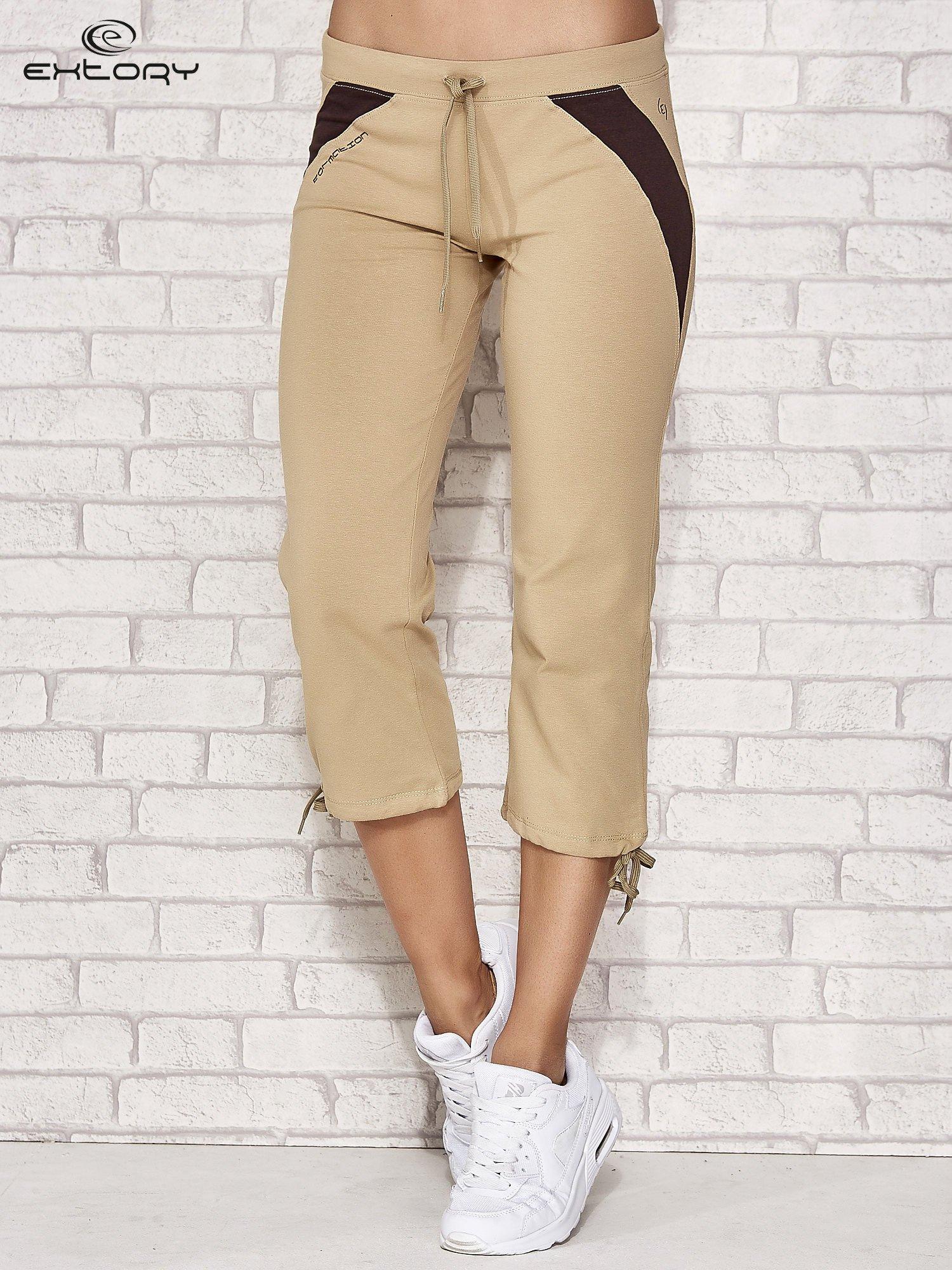 Beżowe spodnie sportowe capri ze wstawkami                                  zdj.                                  1